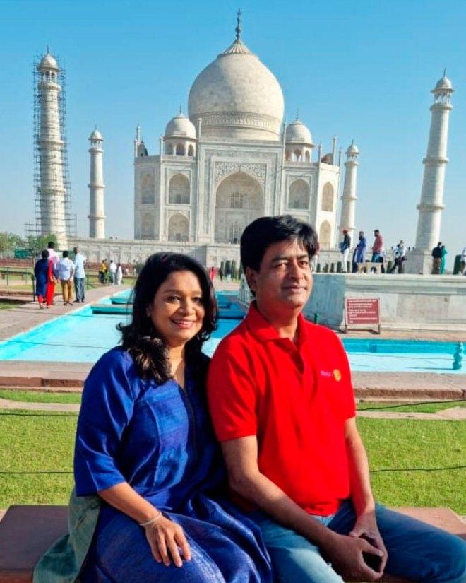 Vinita and RIDE Venkatesh at the Taj Mahal, Agra.