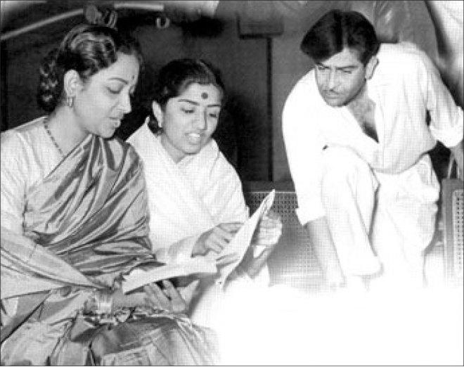 Geeta with Lata Mangeshkar and Raj Kapoor.