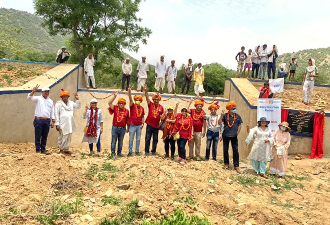 Members of RCs Delhi Manthan and Delhi West at the dam site with the villagers.