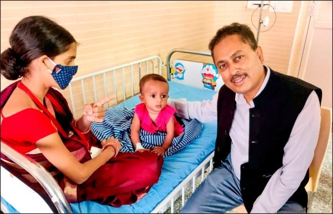 RI Director Mahesh Kotbagi visits an operated child.