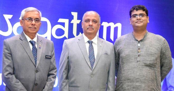 DRR Arka Kumar Nag (R) with RI President Shekhar Mehta and RID 3291 DG Prabir Chatterjee (L).