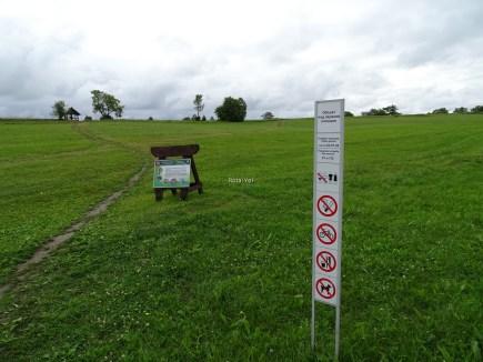 Yasaklar listesi bir daha semboller ile; sigara içilmez, bisiklet yasak, yeme içme yasak, hayvanla girilmez, hatta mayo ile de girilmez