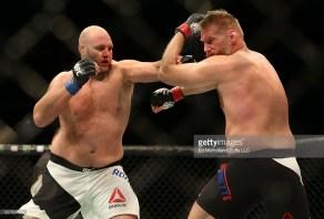UFC Rothwell def. Barnett (3)