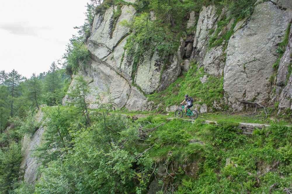 super Höhenweg im Felsen