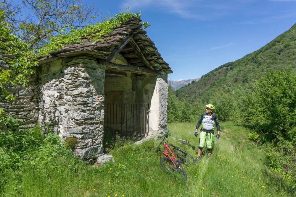 offene Kapelle, einsam und verlassen, Alp Maia