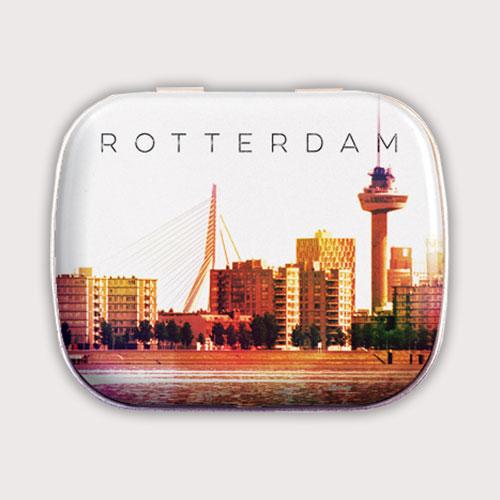 Mintblik met skyline Rotterdam gevuld met snoepjes