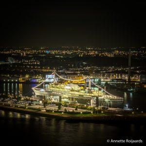 Het ss Rotterdam gezien vanaf de Euromast