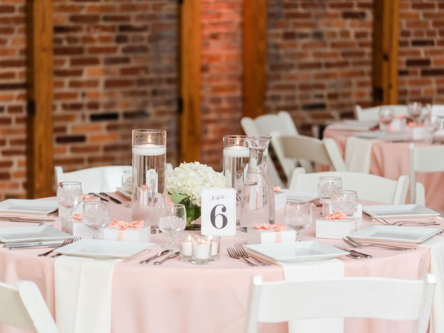 ROUGE's China and Glassware is the perfect complement to this contemporary venue