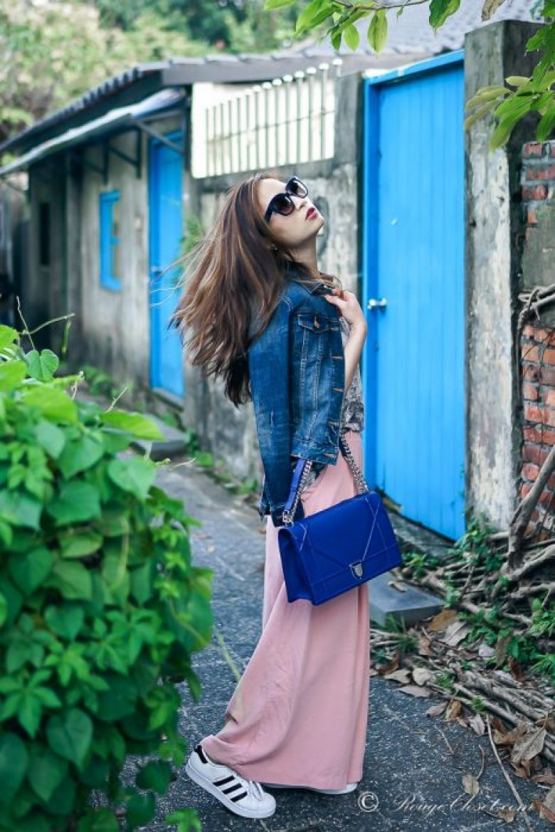Travel style in wide leg pants