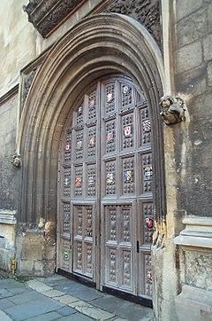 240px-Bodleian_Library_entrance,_Oxford