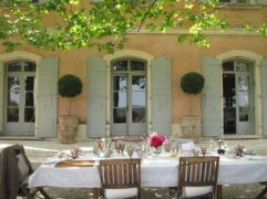 Charming and beautiful provence dining spaces (16)