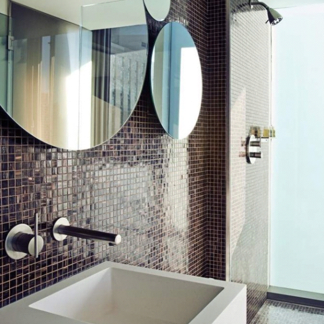 Cool ideas to use big mirrors in your bathroom (19)