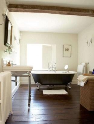 Cozy and relaxing farmhouse bathroom designs (16)