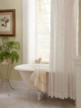 Delicate feminine bathroom design ideas (4)