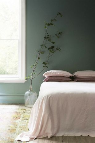 Cute bedroom design ideas with pink and green walls 14