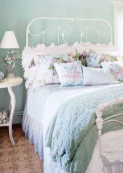 Cute bedroom design ideas with pink and green walls 33