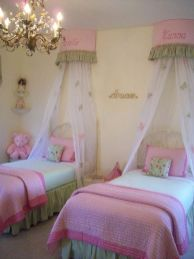 Cute bedroom design ideas with pink and green walls 51