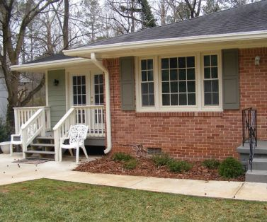 Exterior paint color ideas with red brick 27
