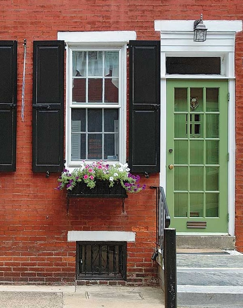 Exterior paint color ideas with red brick 32