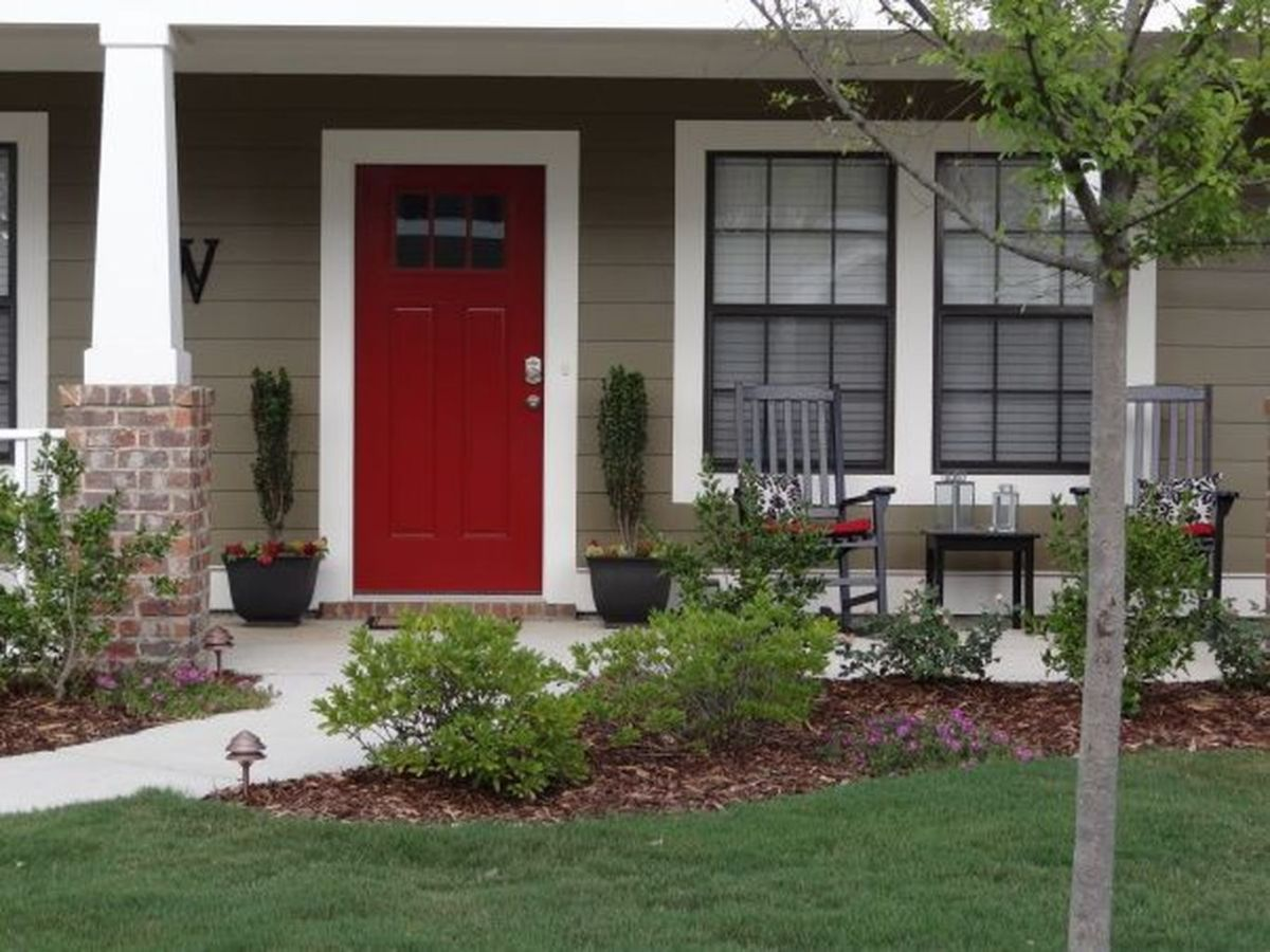 Exterior paint color ideas with red brick 49