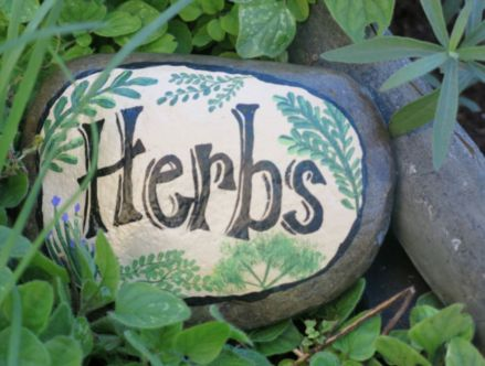 Inspiring painted rocks for garden ideas (16)