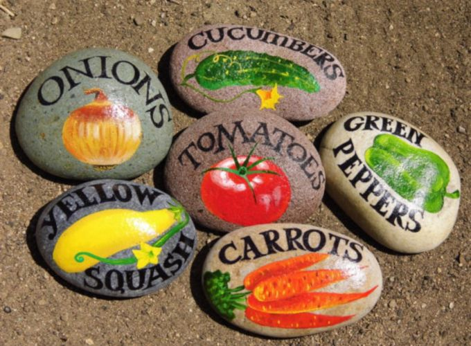 Inspiring painted rocks for garden ideas (23)