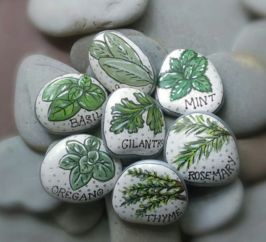 Inspiring painted rocks for garden ideas (5)