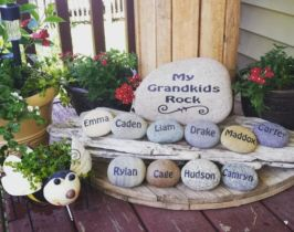 Inspiring painted rocks for garden ideas (6)