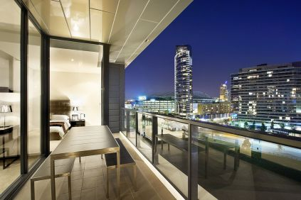 Modern apartment balcony decorating ideas 23