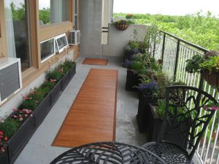 Modern apartment balcony decorating ideas 39