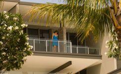 Modern apartment balcony decorating ideas 42
