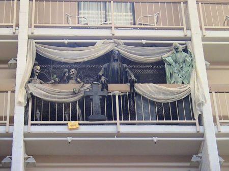 Modern apartment balcony decorating ideas 51