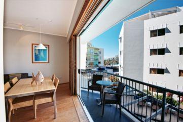 Modern apartment balcony decorating ideas 84