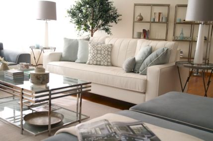 Stunning gray and white living room decor ideas 64