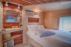 Stunning small apartment bedroom ideas 25