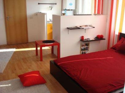 Stunning small apartment bedroom ideas 74