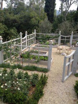 Stunning vegetable garden fence ideas (5)