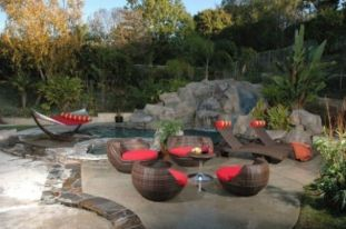 Stylish small patio furniture ideas 32