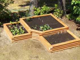 Affordable backyard vegetable garden designs ideas 21