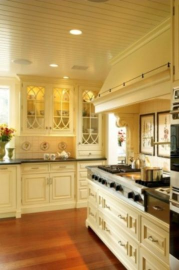 Amazing cream and dark wood kitchens ideas 71