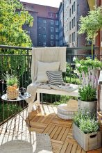 Amazing small balcony garden design ideas 10