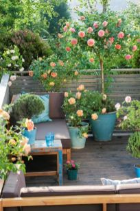 Amazing small balcony garden design ideas 16