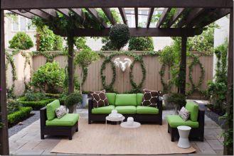 Amazing small balcony garden design ideas 20