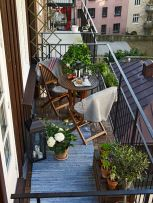 Amazing small balcony garden design ideas 23