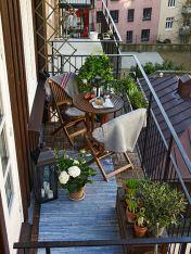 Amazing small balcony garden design ideas 23