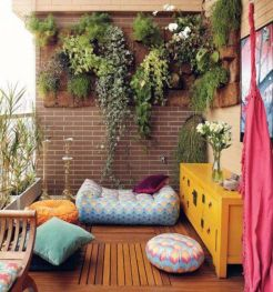 Amazing small balcony garden design ideas 27