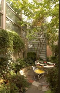 Amazing small balcony garden design ideas 45