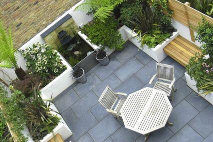 Amazing small balcony garden design ideas 46