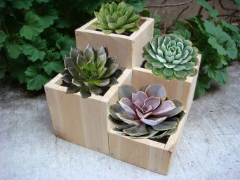 Amazing wooden garden planters ideas you should try 29