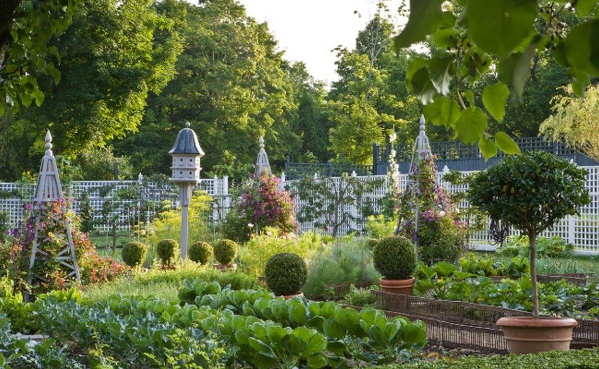 Beautiful french cottage garden design ideas 17